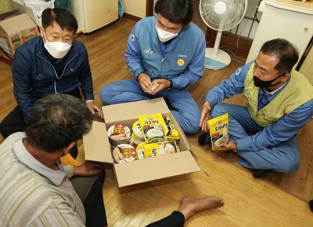 포항제철소, '찾아가는 무료급식'으로 소외계층 지원
