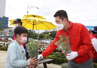 포항시, 시화장미 나눠주기 행사 개최